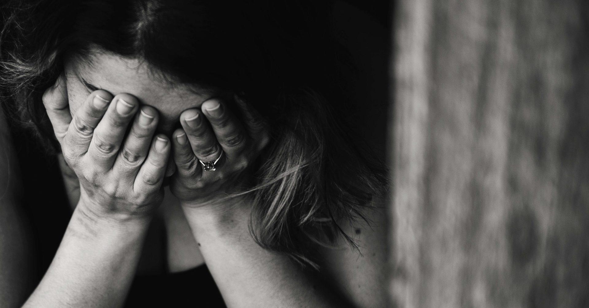 Resultado de imagen para mujer llorando