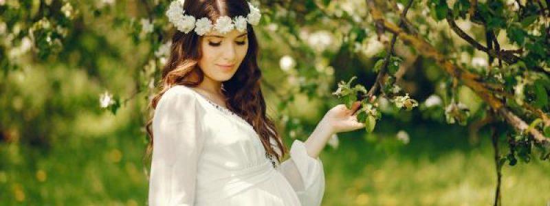 Bella mujer embarazada